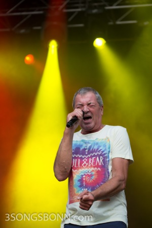 Ian Gillan - still knows how to scream!