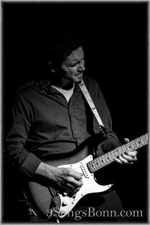 Stuart Dixon - excellent work as producer & guitarplayer