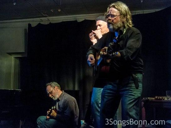 Steve on Mandolin, John on guitar and Paulo on beer-glass
