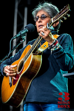 Joan Baez - caught out by the early start, still wearing her spectacles